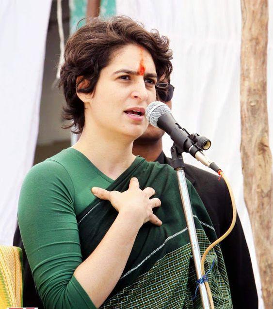 प्रियंका वाड्रा पहुंची कांग्रेस कार्यालय, 'प्रत्याशी चयन' पर बैठक