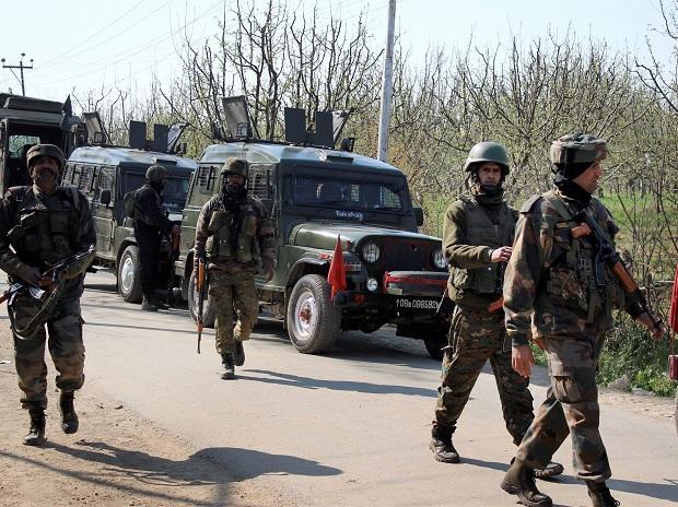 अवंतीपोरा के त्राल में आतंकियों और सुरक्षाबलों के बीच मुठभेड़