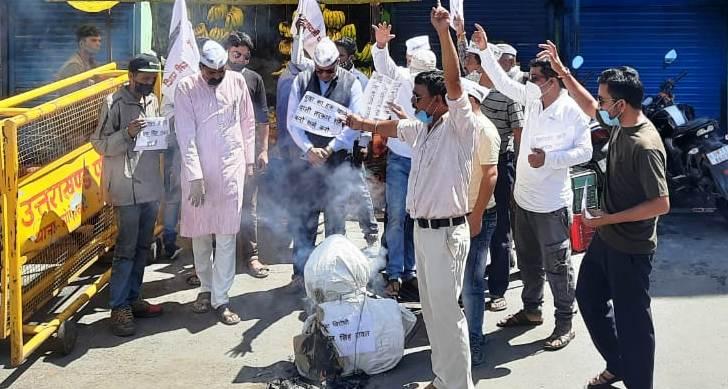उत्तराखंड : देवीधुरा में आप और एनएसयूआई कार्यकर्ता के बीच आपसी झड़प, पढ़ें पूरी खबर !