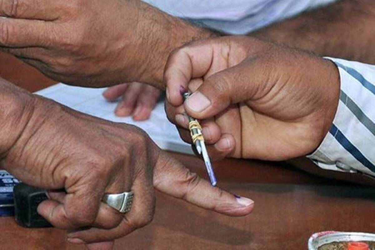 मतदान के दौरान हार्ट अटैक से एक मतदाता की मौत, मतदान जारी