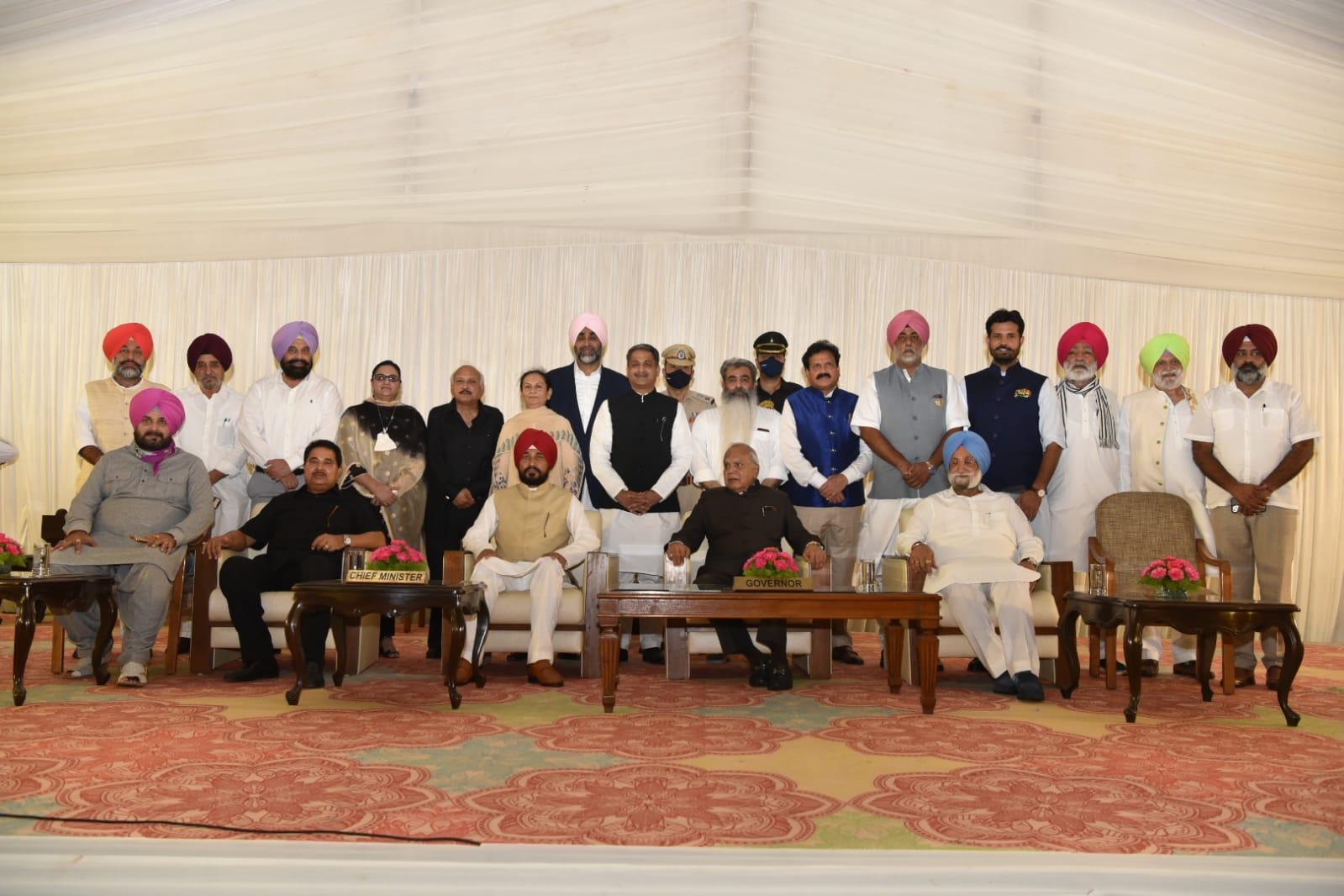 रविवार को पंजाब मंत्रिमंडल का हुआ विस्तार, 15 कैबिनेट मंत्रियों ने ली शपथ