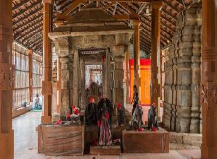 कोरोना के चलते दंतेश्वरी मंदिर में श्रद्धालुओं के प्रवेश पर लगी रोक