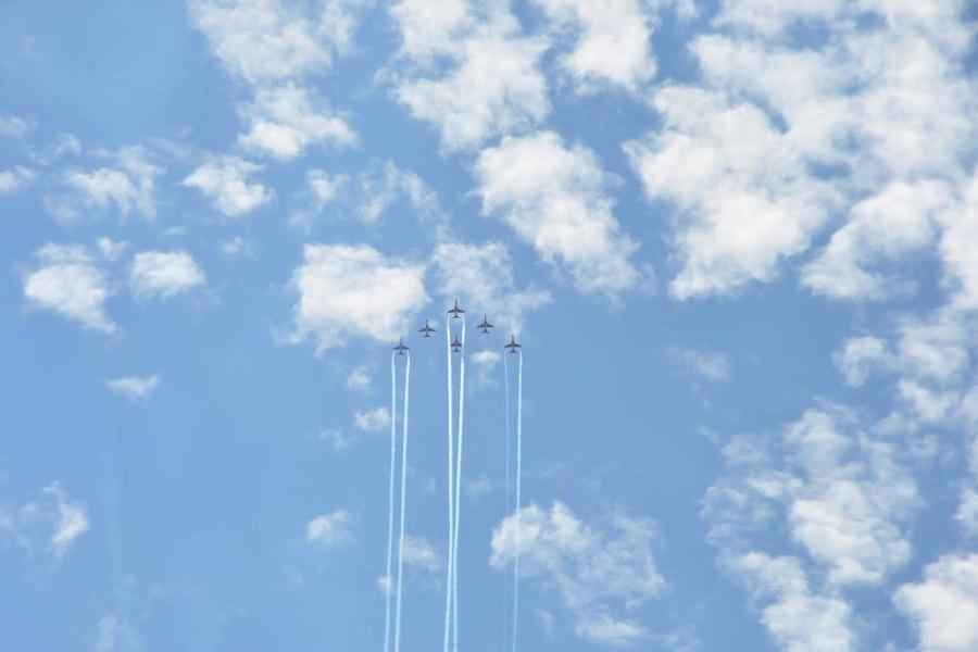 वायुसेना का एयर शो: फाइटर जेट्स ने श्रीनगर की डल झील के ऊपर दिखाई कलाबाजियां