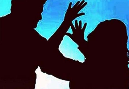 शादी का झांसा देकर महीनों से करता रहा यौन शोषण, युवती पर जानलेवा हमला