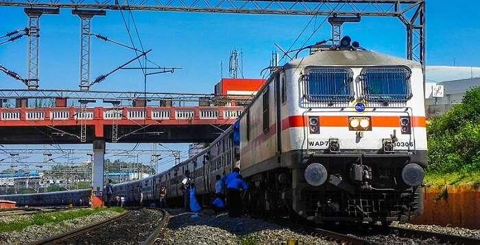 ट्रेन का टिकट अब कैंसिल किए बिना बदल सकते हैं यात्रा की तारीख, देखें रेलवे के नए नियम