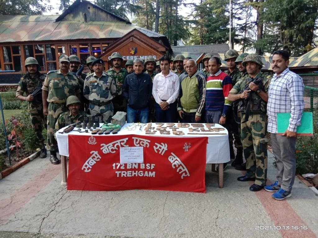 कुपवाड़ा से भारी मात्रा में BSF ने हथियार और गोला-बारूद बरामद किया