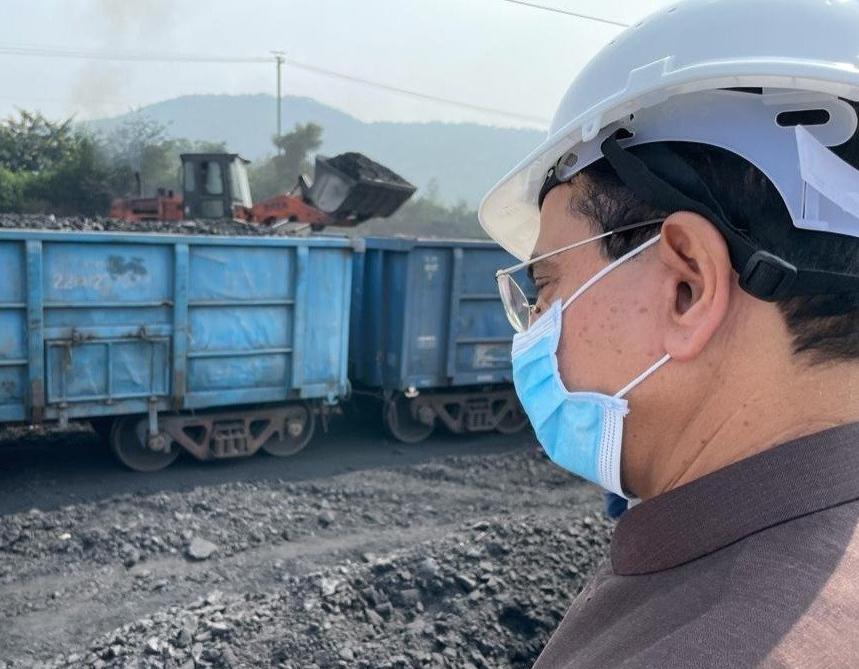 नहीं होगी बत्ती गुल, 50 हज़ार मजदूर लगातार निकाल रहे हैं खानों से कोयला