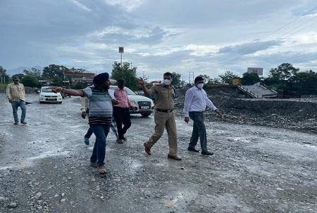 उत्तराखंड : जिलाधिकारी और एसएसपी ने शहर का किया औचक निरीक्षण