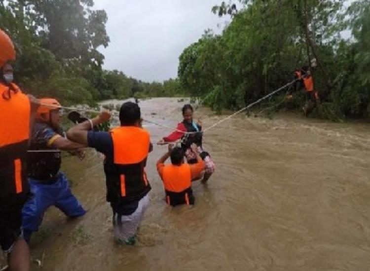 फिलीपींस में कोमपासू तूफान से मरने वालों की संख्या बढ़कर 13 हुई