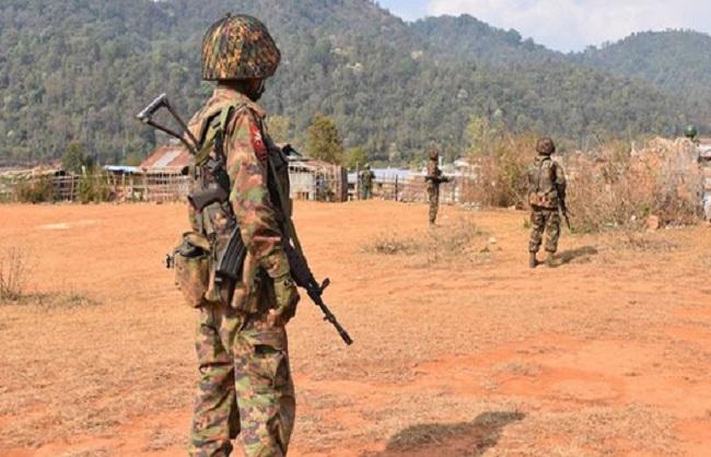 म्यांमार में सेना और विद्रोहियों के बीच संघर्ष, 30 सैनिकों की मौत